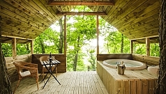 hot-tub-treehouse-m