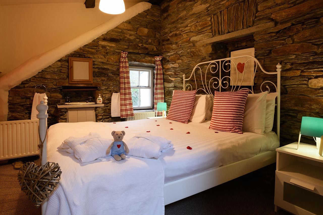 unique hideaways pin com irlanda most cottages one the ireland catering despre of self iconic south kerry design in honeymoon cottage cabana lost is county adelaparvu glenbeigh goodform a